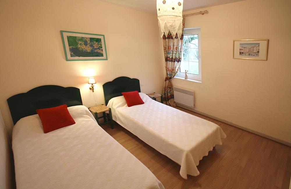 Arradoy - Chambre avec lits jumeaux - Gîte St Jean Pied de Port