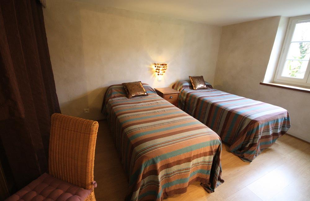 Xoriekin - Chambre lits jumeaux - Gîte St Jean Pied de Port